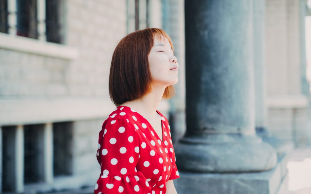 From Screens to Stillness: Embracing Silence & Stillness in the Day-to-Day